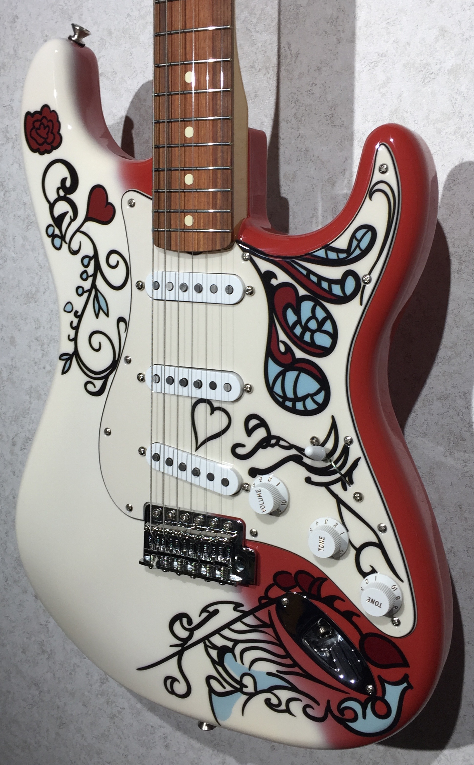 fender jimi hendrix monterey stratocaster legacy music. Black Bedroom Furniture Sets. Home Design Ideas