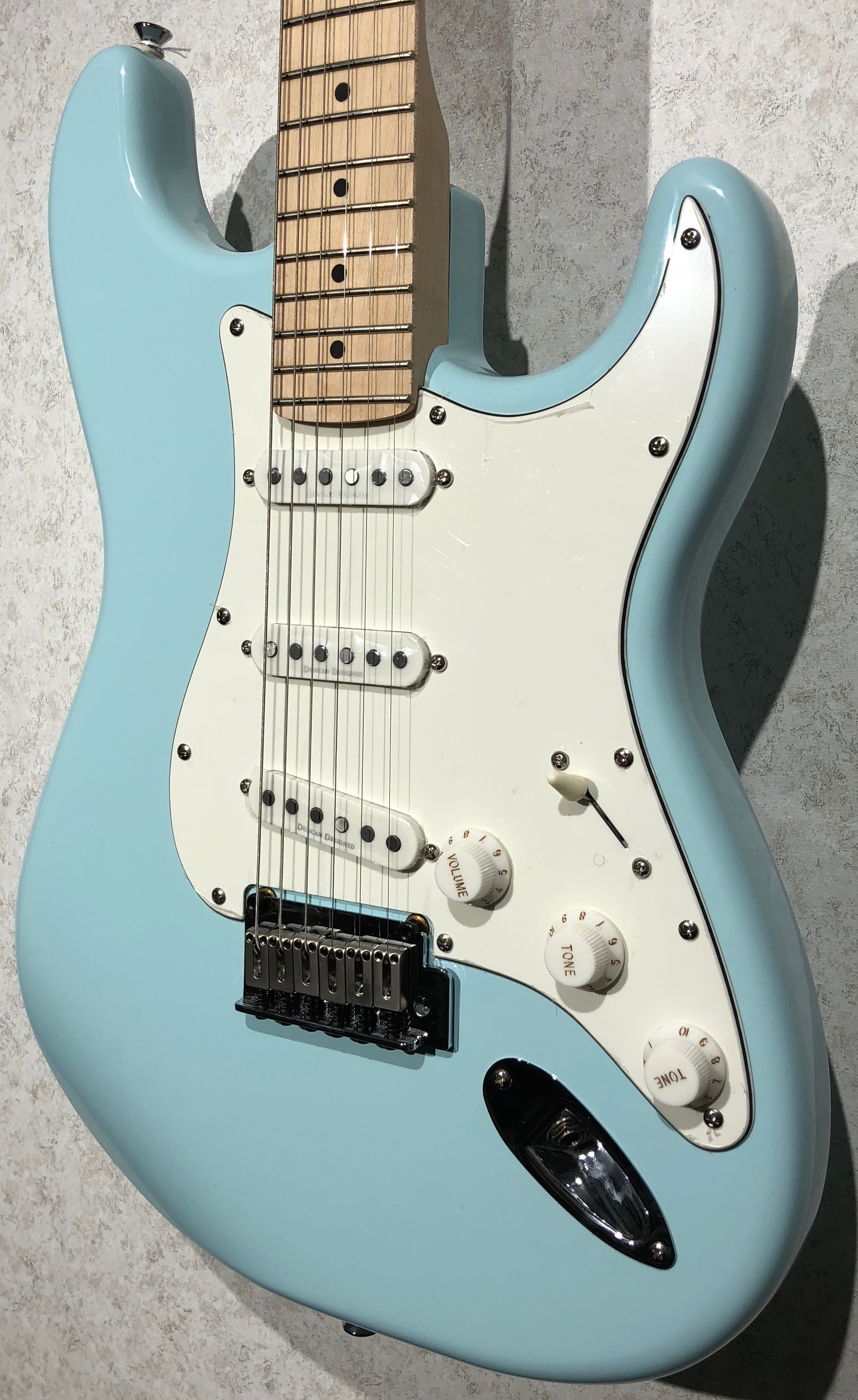 squier deluxe strat daphne blue body right legacy music. Black Bedroom Furniture Sets. Home Design Ideas